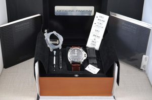 付属品がそろった腕時計