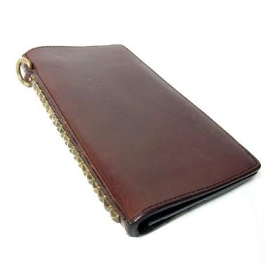 レザーの表面に黒ずみがある長財布の写真