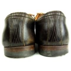 変形している靴