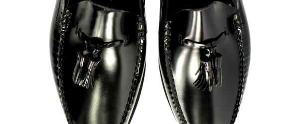 タッセルが付いたアッパーの靴